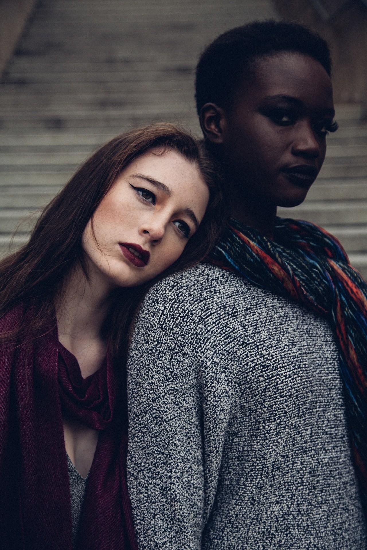 two-women-1246024_1920
