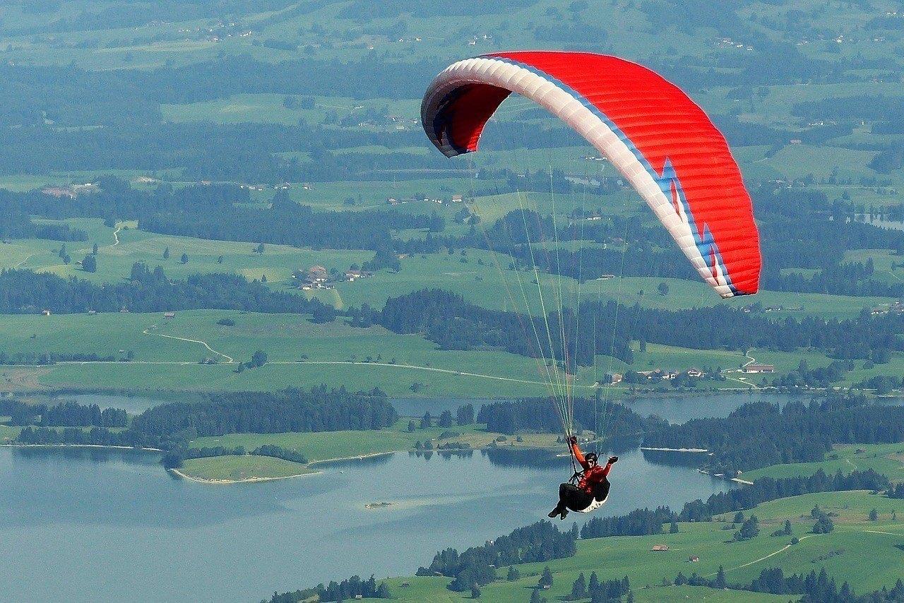 paraglider-1644986_1280