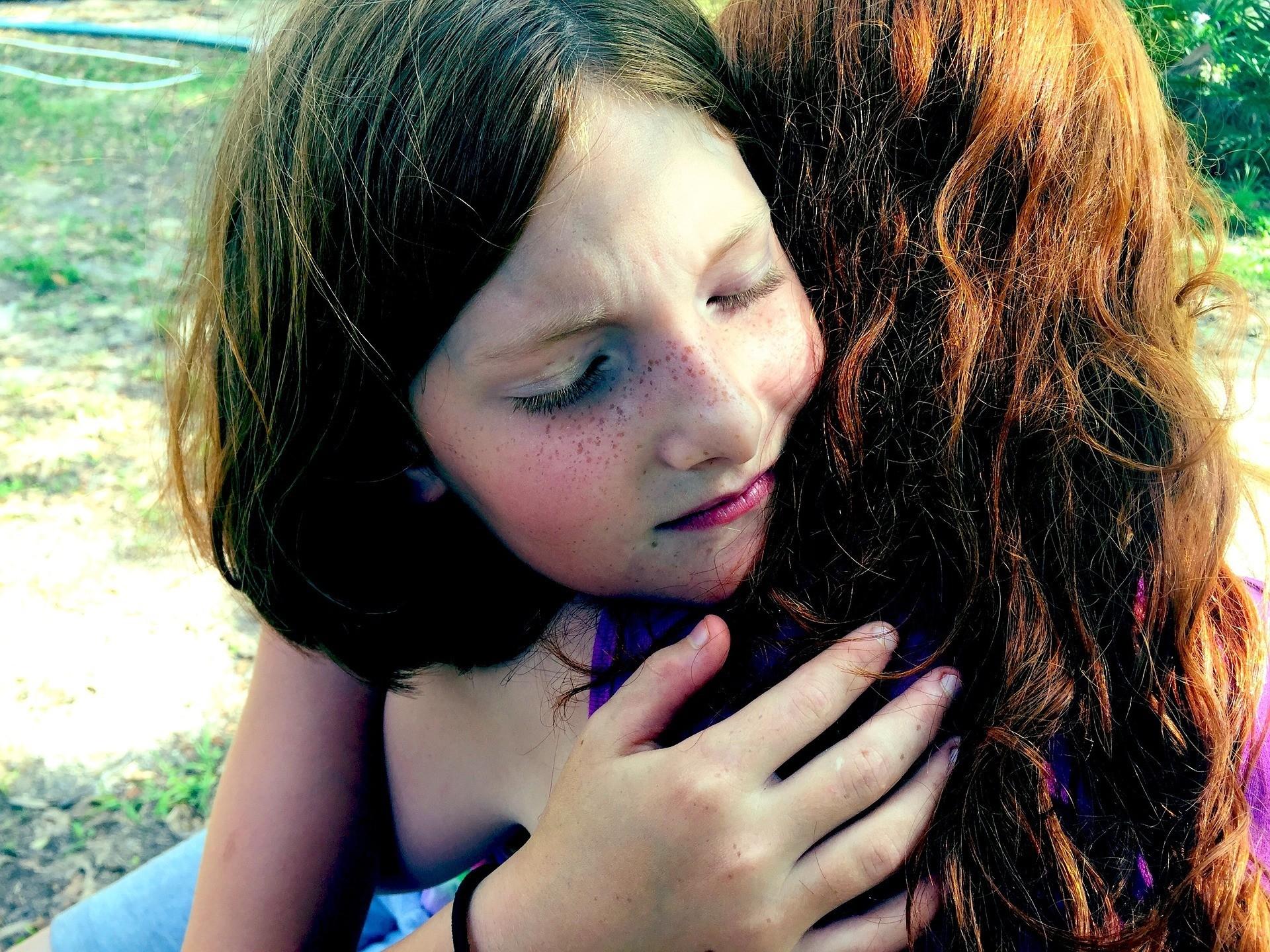 hug-1315552_1920